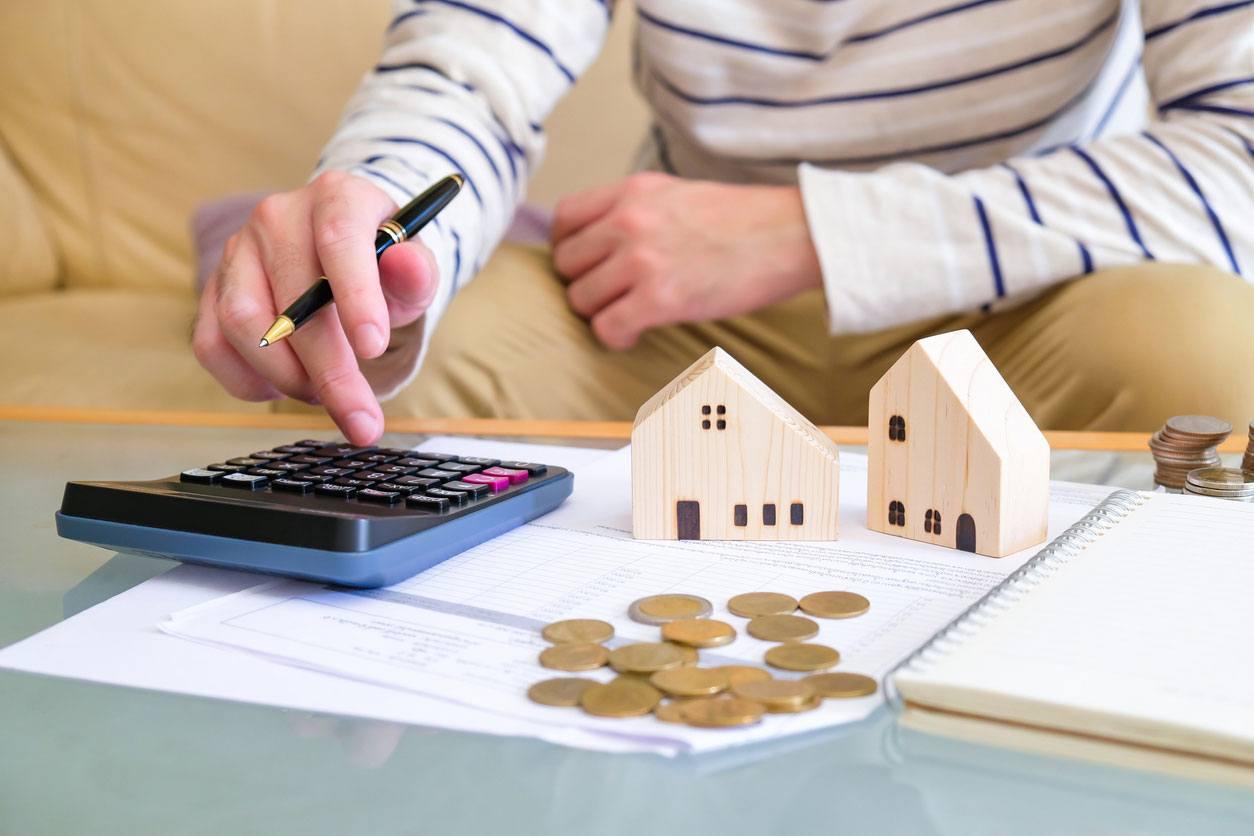 Persona que decide comprar una casa por primera vez