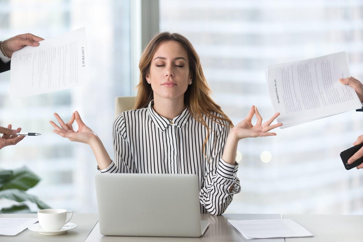 Mujer con mucho trabajo