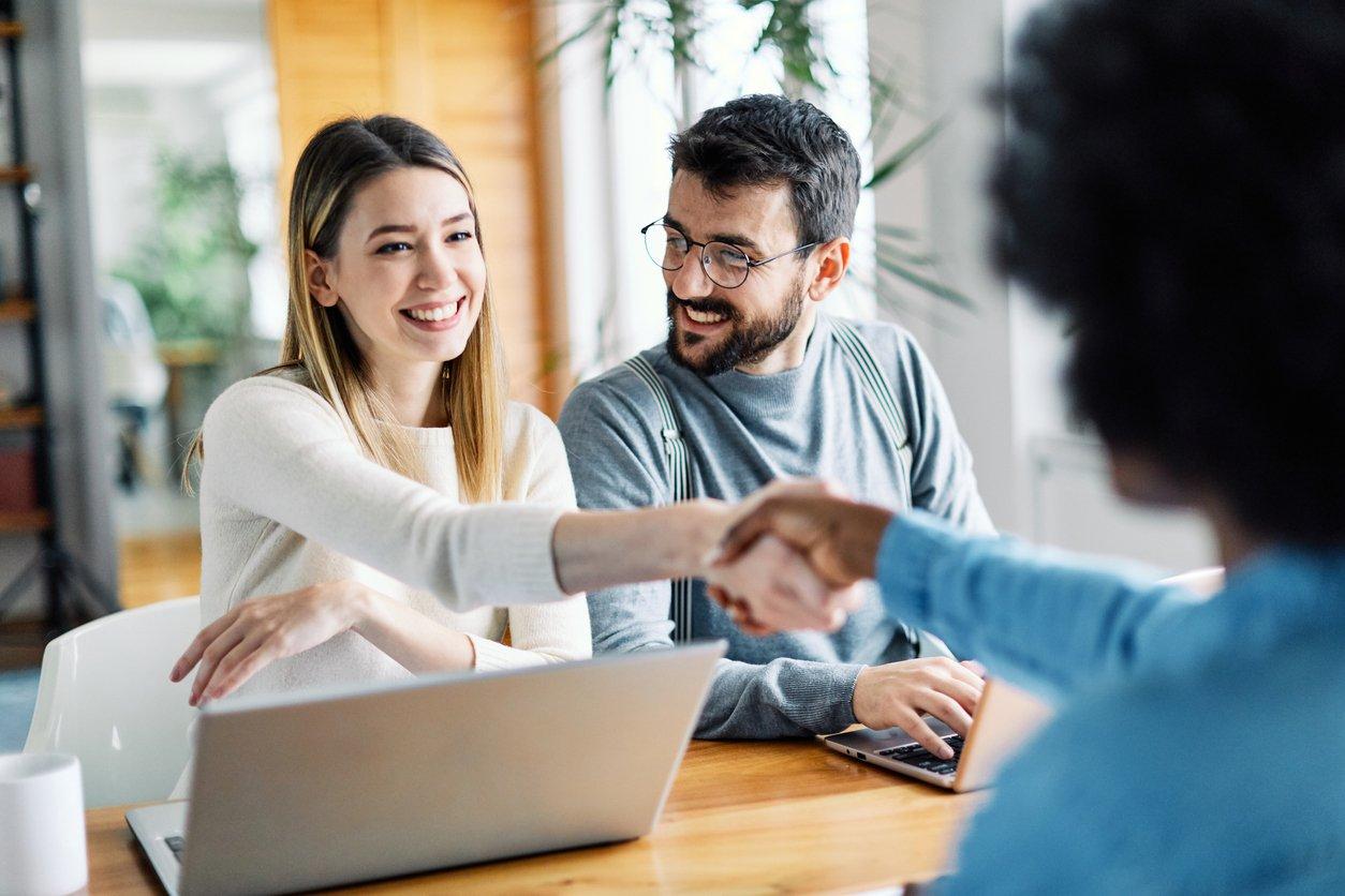 ¿Cómo vender una casa con la ayuda de un broker hipotecario?