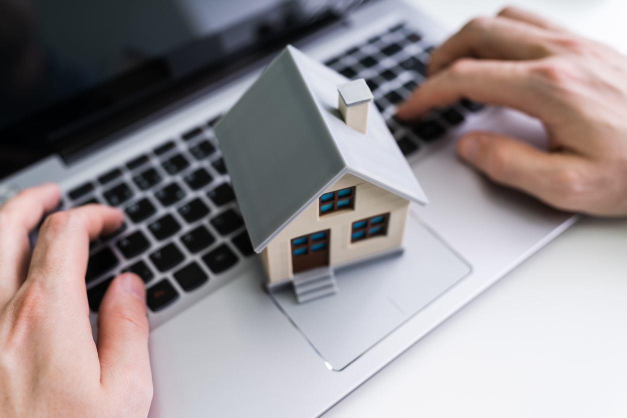 ¿Cómo puedo vender una casa por internet?